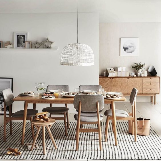 Natural wood and light colours in Scandinavian dining room